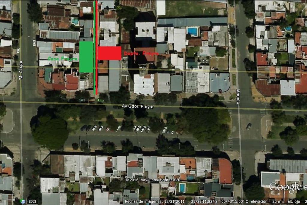 La casa y el departamento se encuentran ubicados uno al lado del otro, el ingreso es por pasillo interno sobre Avenida Freyre.