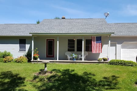 Private country living in a scenic ranch home - Sturgeon Bay