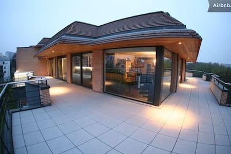 Bedroom 2 Quality Modern Penthouse - Woluwe-Saint-Lambert - Bed & Breakfast