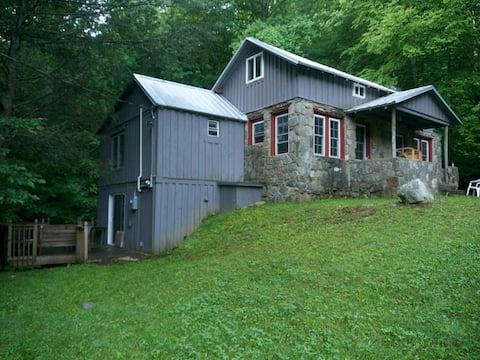 Jake's Creekside Cabin in the Smokies