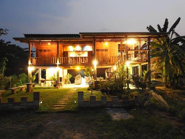 Feel at home..stay at Pasang garden home