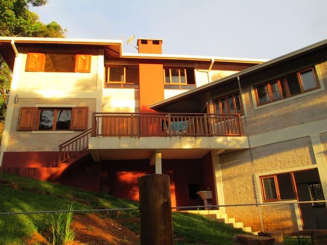 Bela casa para até nove pessoas em Monte Verde - Monte Verde - Hus