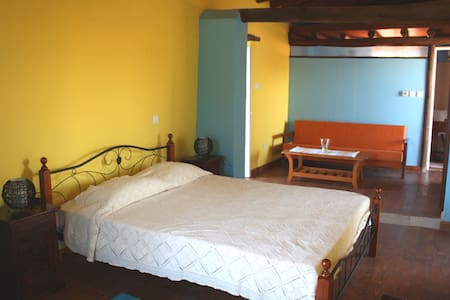 Aperanti B&B-Triple room  - Pera Orinis