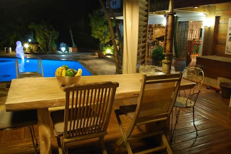 Charming villa with pool - Lamentin