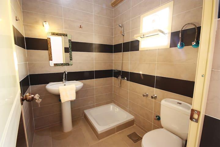 Private en-suite bathrooms