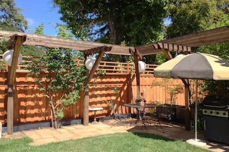 Cozy Backyard Studio - Santa Rosa - Casa