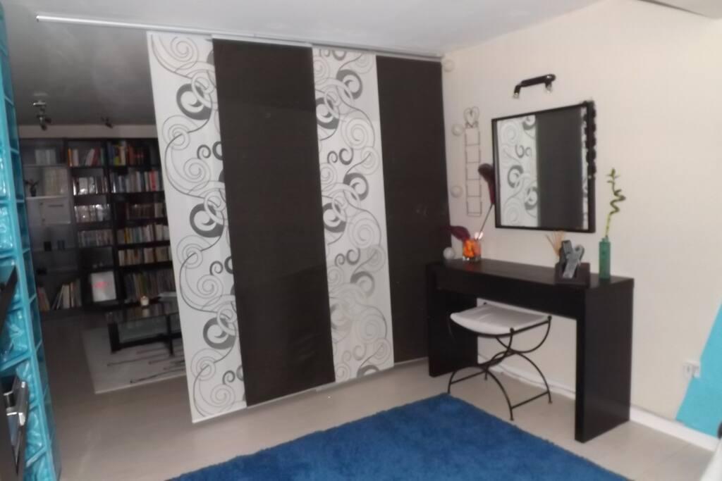 chambre avec acc s privatif et sdb villas for rent in saint mathieu de tr viers languedoc. Black Bedroom Furniture Sets. Home Design Ideas