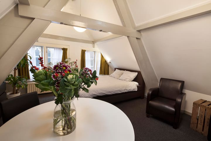 TR- private studio central Haarlem near Amsterdam