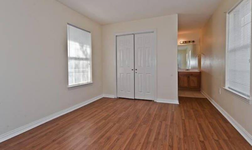 Private bedroom bath Dallas Medical - Dallas - House