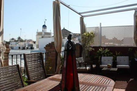 Ático-loft con terraza de 25 metros - Siviglia