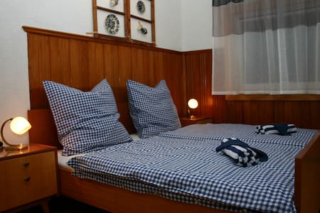 Retro-Zimmer auf dem Huskyhof - Rumah