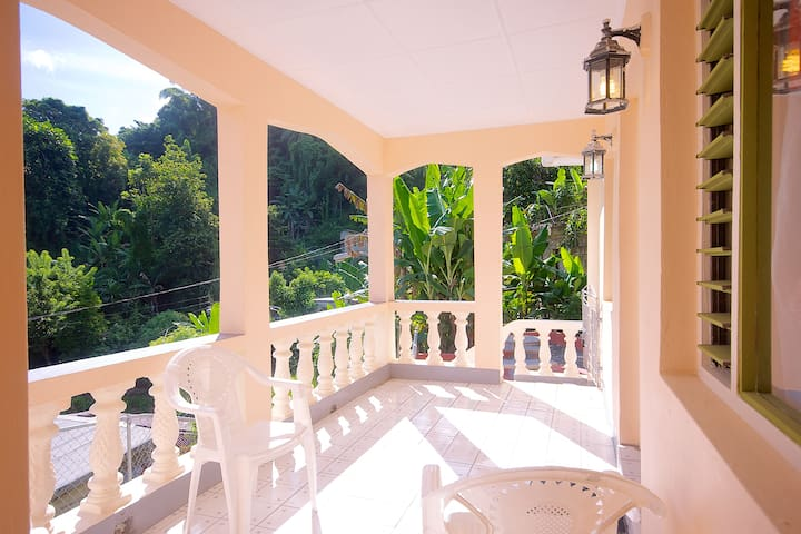 PINEAPPLE HILL SEA VIEW COTTAGE - Port Antonio