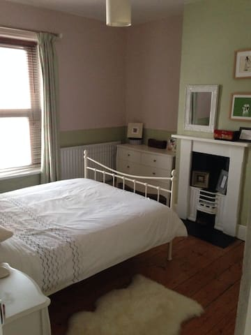 A nice relaxing space  - Grangetown - Bed & Breakfast