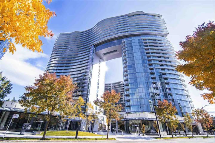 1 Bdm + 1 Den: Best Location in Downtown Vancouver