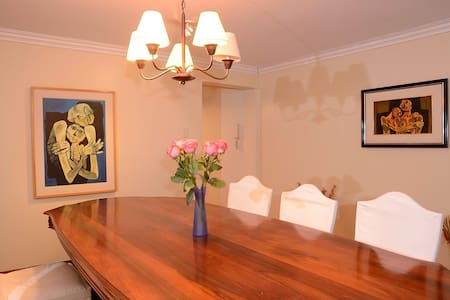 DELIGHTFUL, ROOMY, SAFE , COMFORTABLE AND CENTRAL - Quito - Apartment