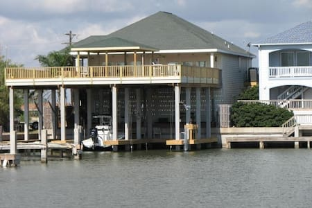 Waterfront house, docks and lifts ,Port Mansfield - Port Mansfield - Ház