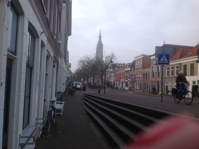 Licht bovenhuis centrum Delft - Delft - Casa