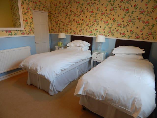 """Holkham"" Twin Room- Fairlight Lodge Kings Lynn - King's Lynn"