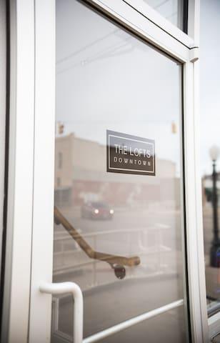 Beautiful Modern Studio Loft B in Downtown Claude