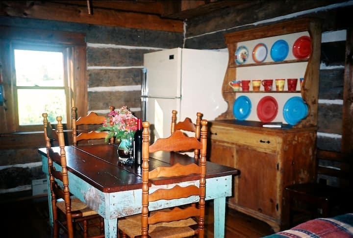 Romantic 1860 Log Cabin Retreat !