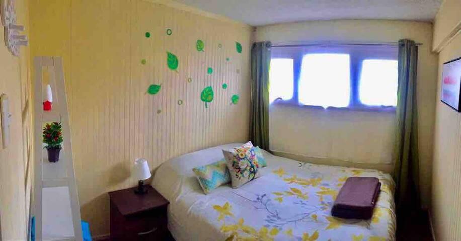 Habitación privada matrimonial, grato ambiente.