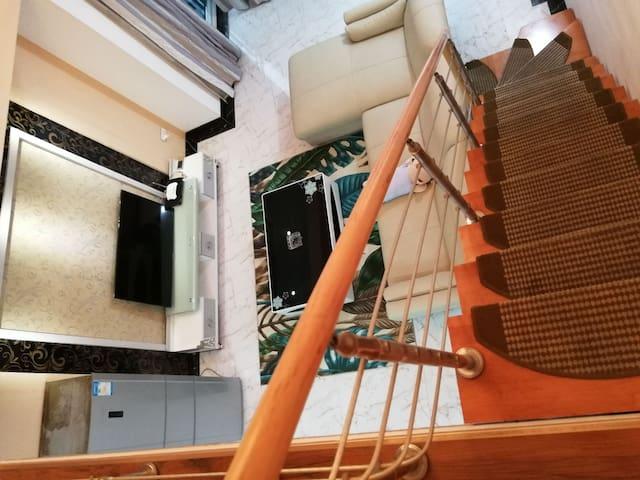 果果城市民宿,180平米复式四房整租,配投影仪,麻将机,万象城旁