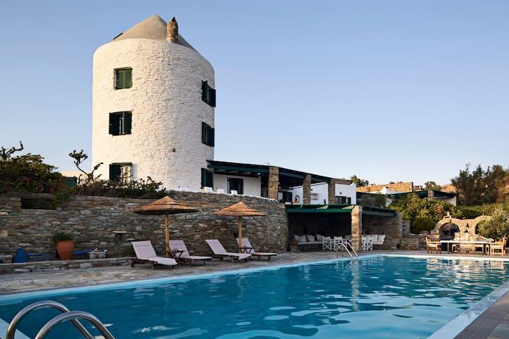 Windmill Retreat - Swimming Pool and Sea Views