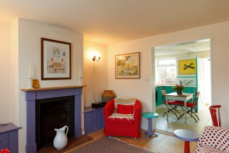 Bay Tree Cottage - Westbourne - House