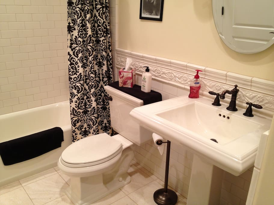 Shared Bathroom between the two Jack and Jill bedrooms.