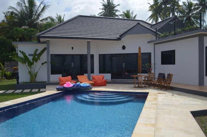 Luxury 2 bedroom beach front villa - Melaya - Villa