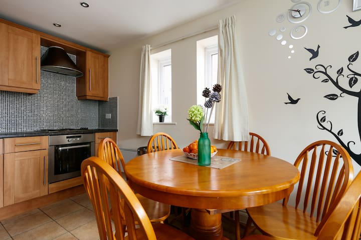 Quiet Cosy 1 Bedroom Flat  in 2 Bedroom Apartment - Manchester - Bed & Breakfast
