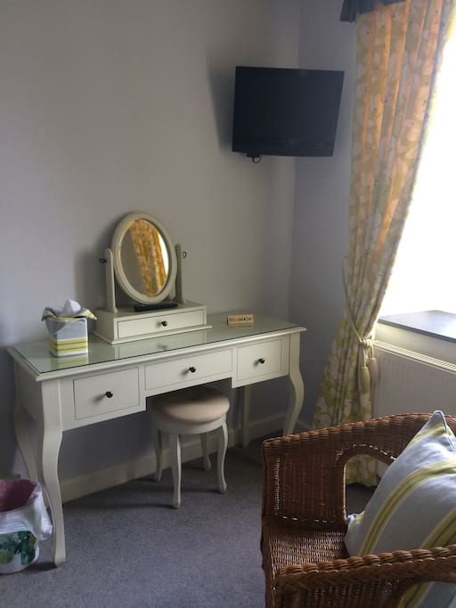 Large dressing table, tea/coffee tray, television all included in the room