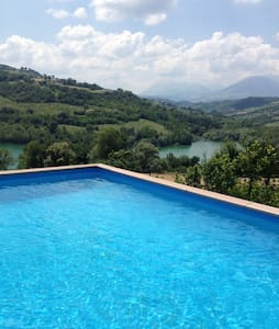 A beautiful villa by the lake - Amandola - Willa