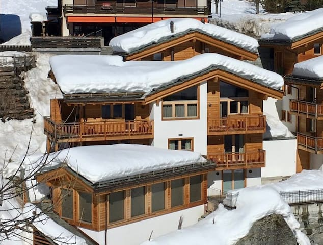3 BR Modish Designed Chalet with Private Pool