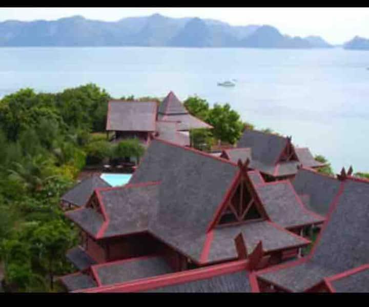 Villa Lotus, (3 storeys) with Stunning Bay Views