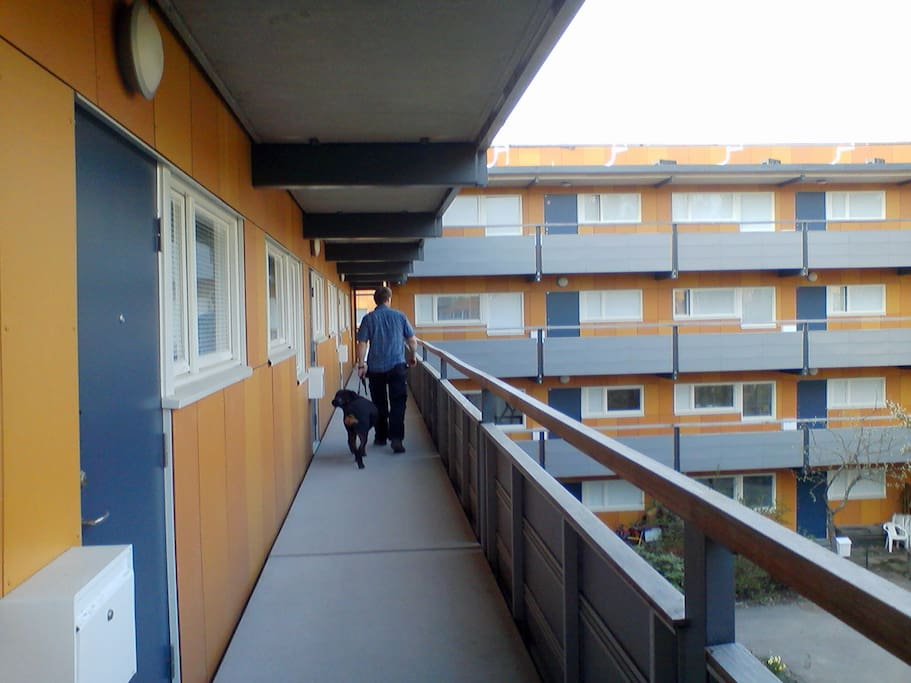 Utanför lägenheten