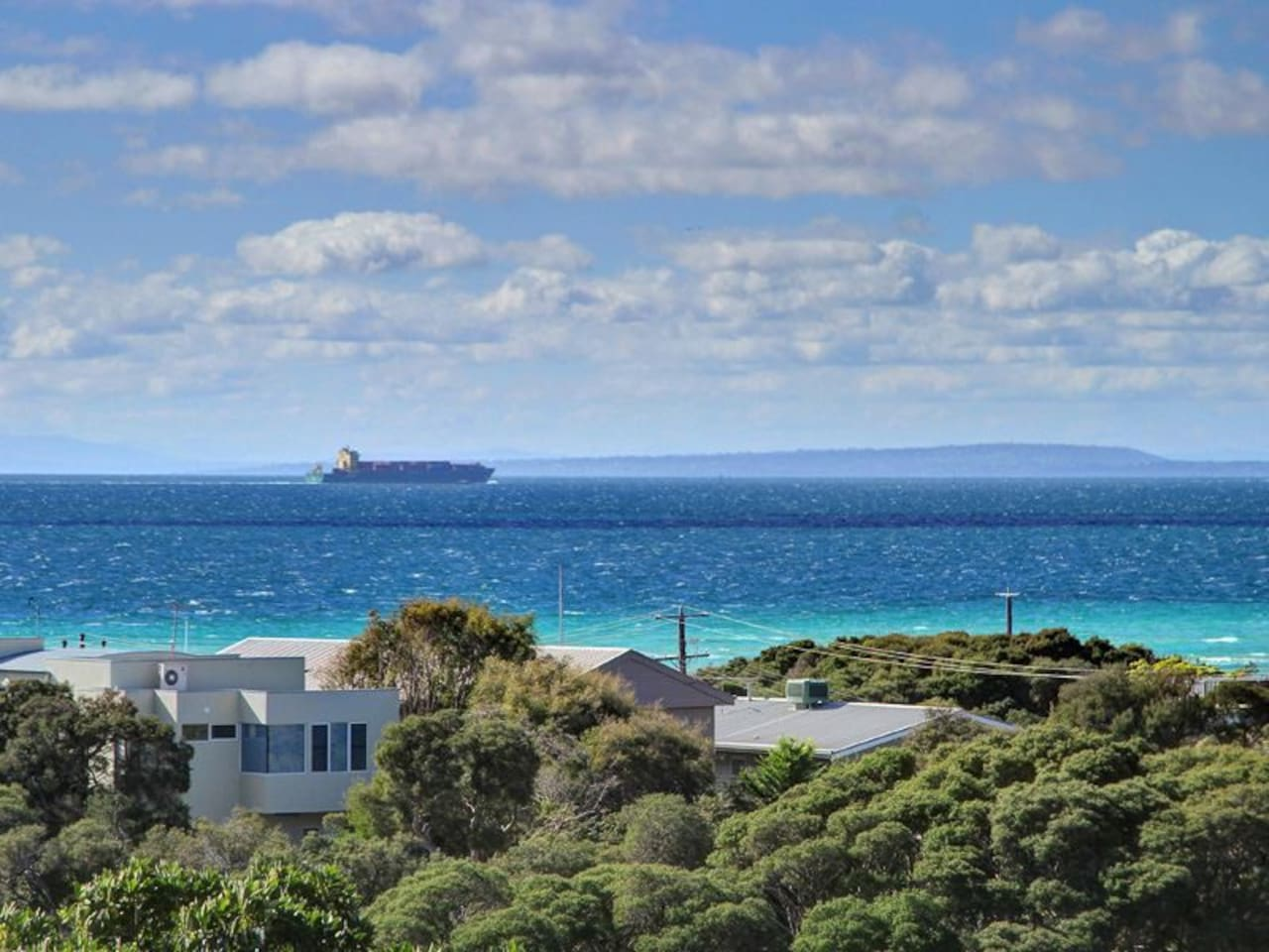 Stunning Bay Views from the deck with marine traffic to keep you entertained.