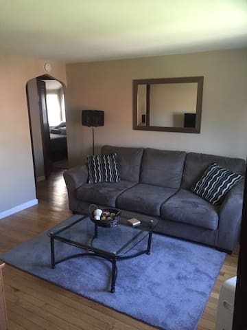 Remodeled APT Near Airport - Pittsburgh - Wohnung