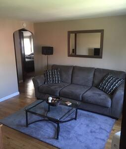 Remodeled APT Near Airport - Pittsburgh