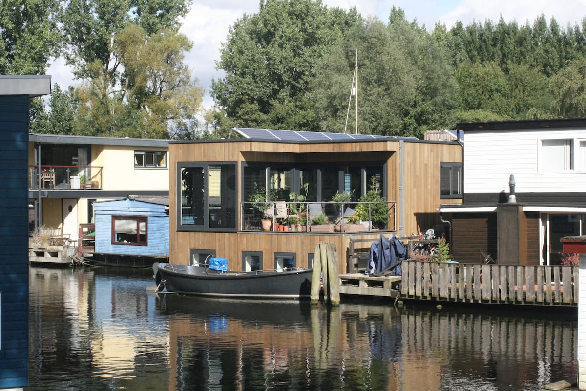 Airbnb House boat in Amsterdam