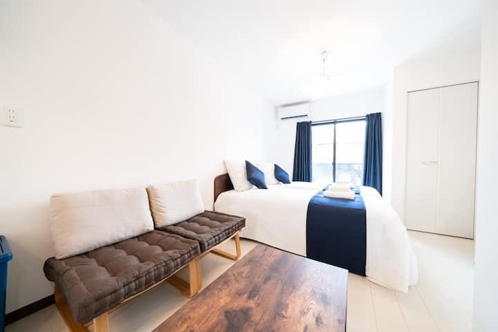 4-bed 6-person room