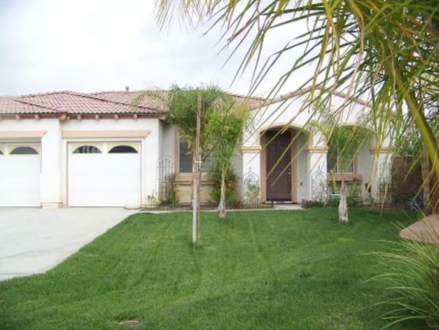 2400 sq. ft. Vacation Home Villa - Temecula - Rumah