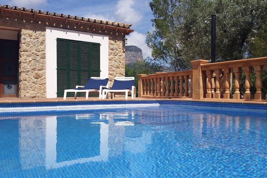 Pool with sun terrace
