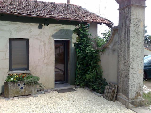 PETITE MAISON/ STUDIO OUEST LYON - Grézieu-la-Varenne - Haus
