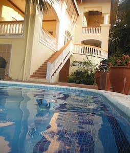 Orchid Breeze Apt at Villa Delfin! - Roatan