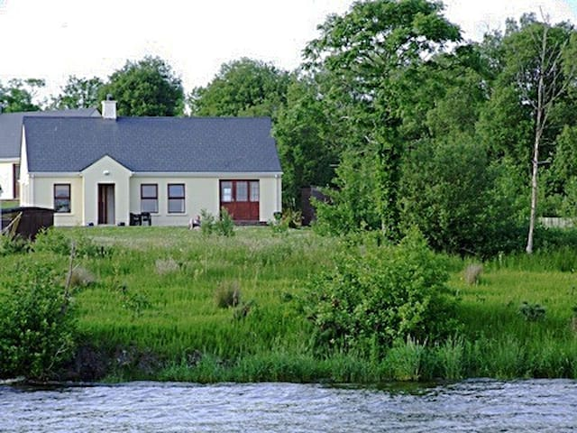 Lakeside Cottage  Kesh Lough Erne