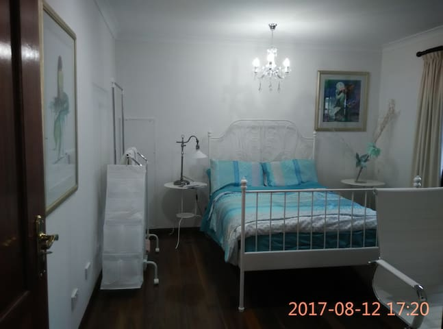 Corporate Accommodation.....MERMAID ROOM