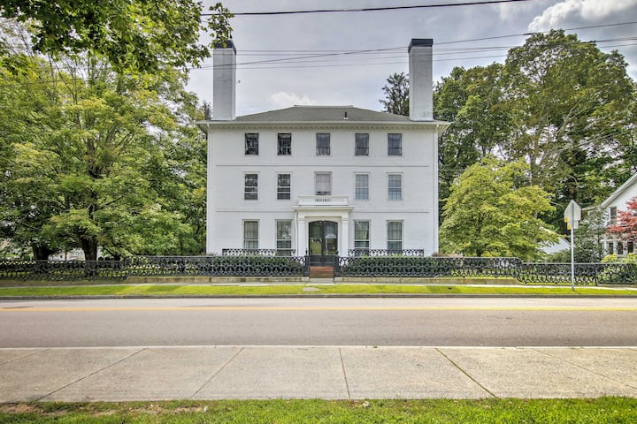 Elegant Norwich House w/Billiards Room & Ballroom!