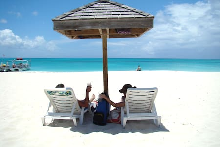 Enjoy Turks & Caicos on a Budget!  - Huoneisto