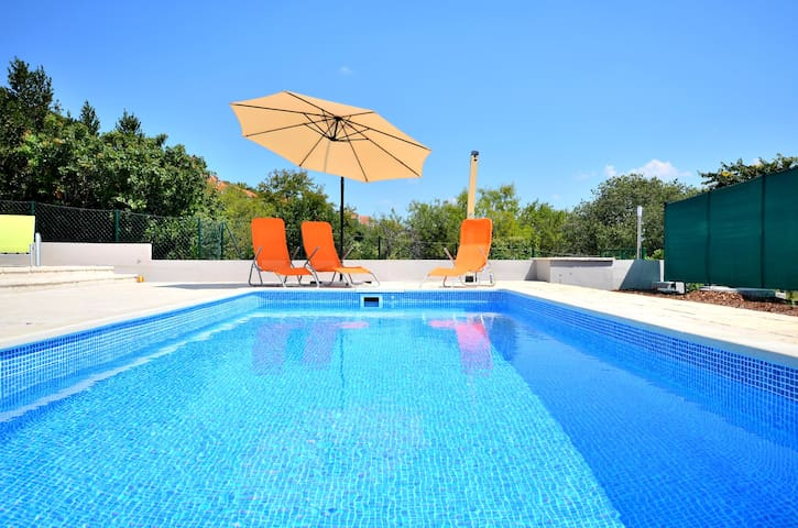 STUDIO app with POOL and terrace